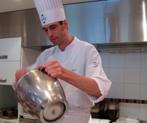O Chef Gilles Maisonneuve autor de várias receitas Lenôtre e pupilo do já falecido Gastón Lenôtre.