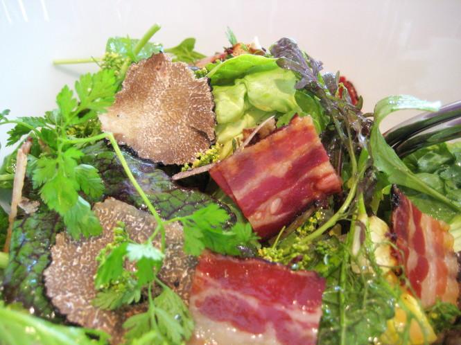 Una salade des feuilles vertes, Truffes & Bacon.