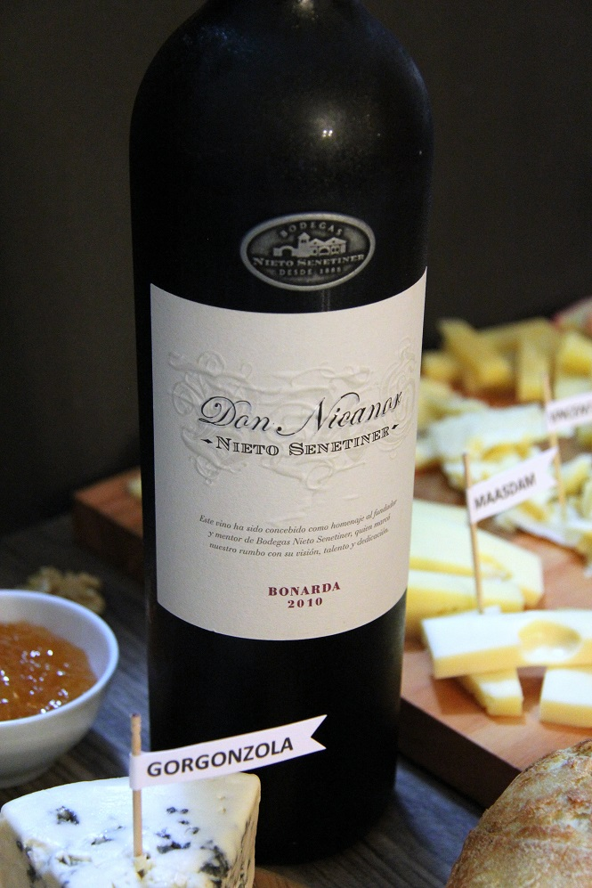 Tabua de queijos Vinho Don Nicador - Nieto Senetiner Bonarda 20120